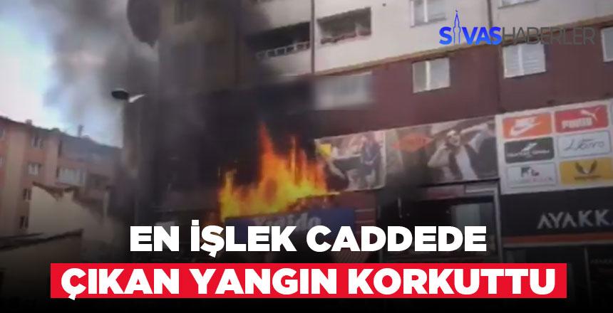 Sivas Atatürk caddesinde korkutan yangın