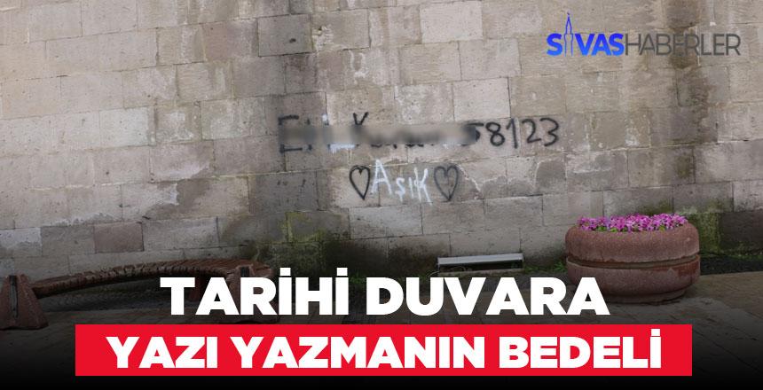 Tarihi Medresenin duvarına yazı yazan genç yakalandı