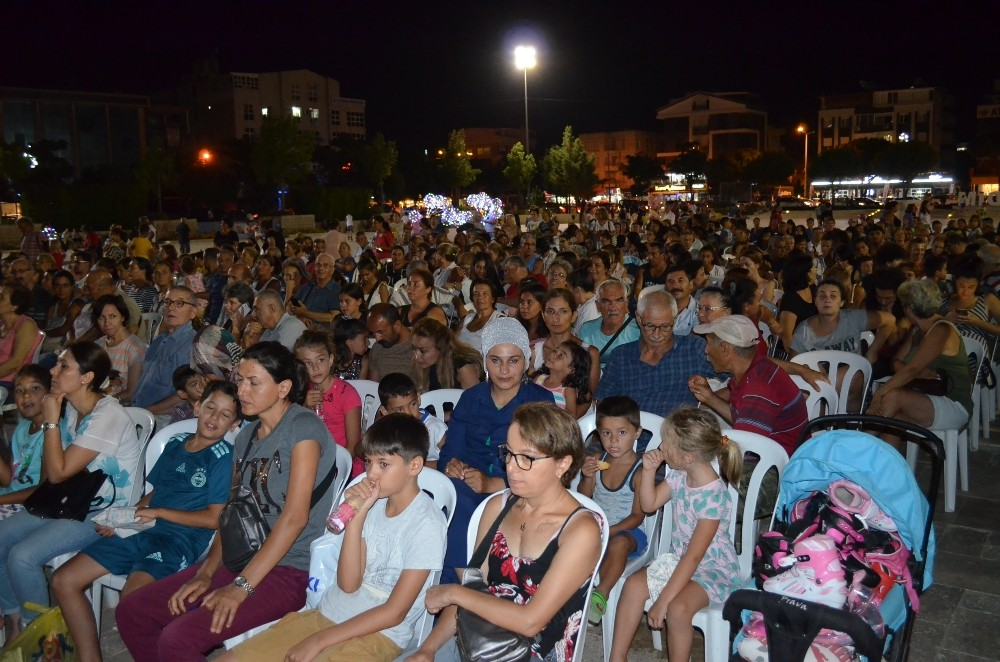 Didim'de yaz sineması keyfi yaşandı