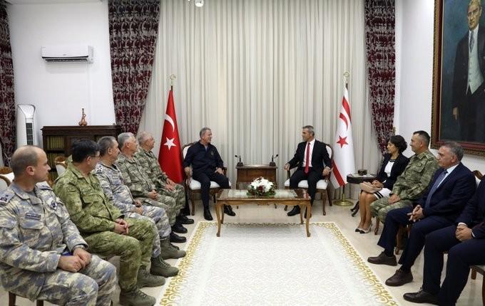 Milli Savunma Bakanı Akar, KKTC Meclis Başkanı Uluçay ile görüştü