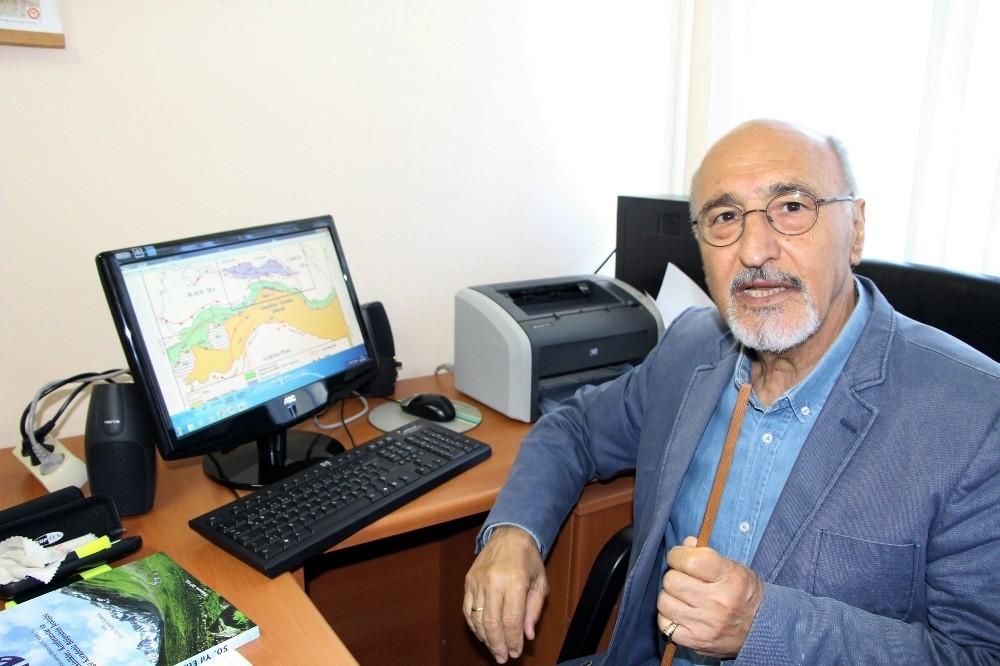 """Prof. Dr. Bektaş: """"Doğu Karadeniz'de önümüzdeki yıllarda daha fazla sel ve heyelan yaşayacağız"""""""