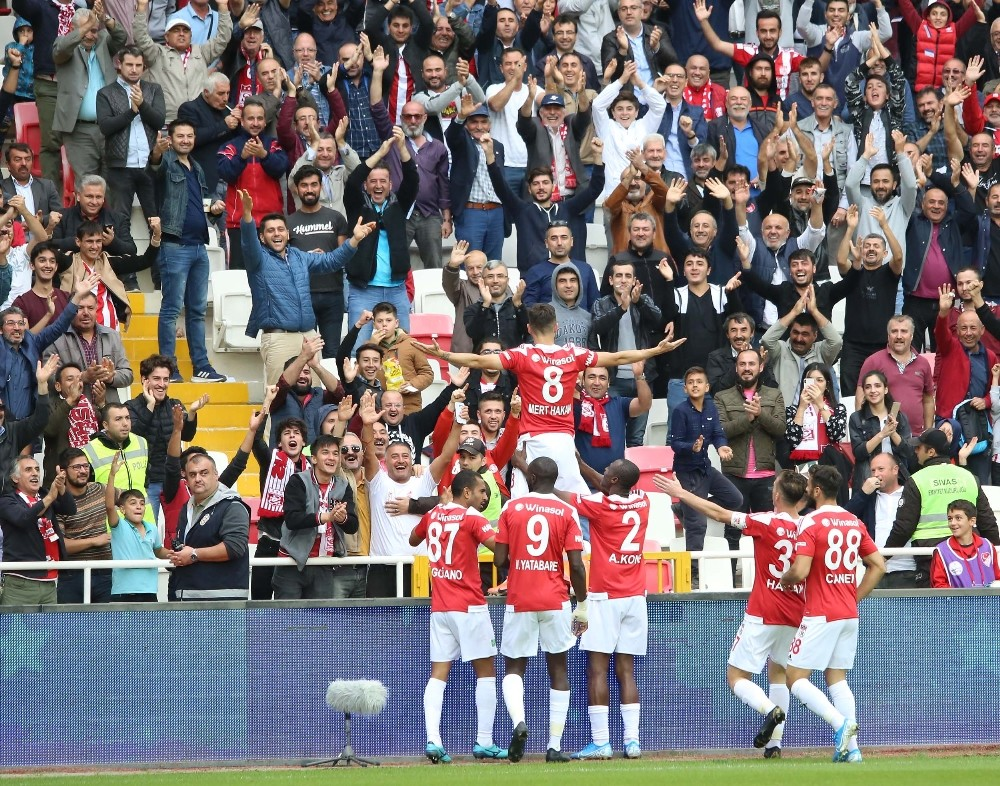 DG Sivasspor evinde Ankaragücü'nü 3-1 yendi