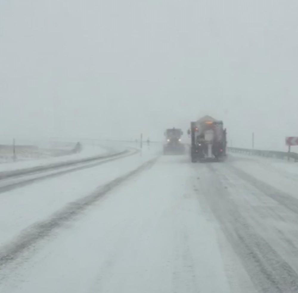 Kar fırtınası Kayseri – Malatya karayolunu kapattı