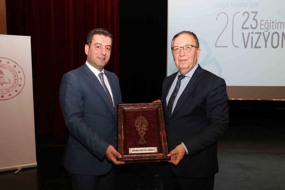 Prof. Dr. Servet Özdemir Konferans gerçekleştirdi