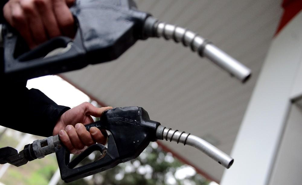 Benzin fiyatları 1 haftanın sonunda yeniden zamlandı