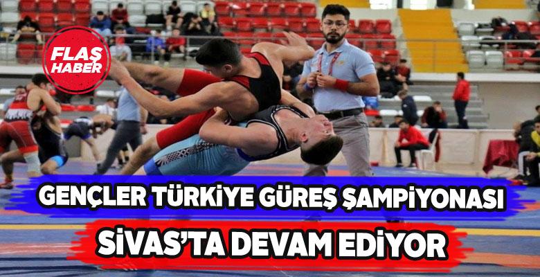 Sivas'ta gençlerin güreş müsabakaları sürüyor
