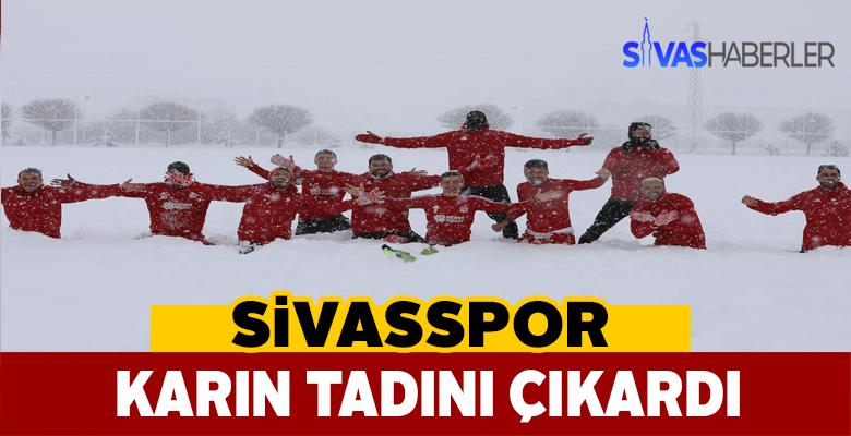 Sivassporlu oyuncular karlar içinde doyasıya eğlendi