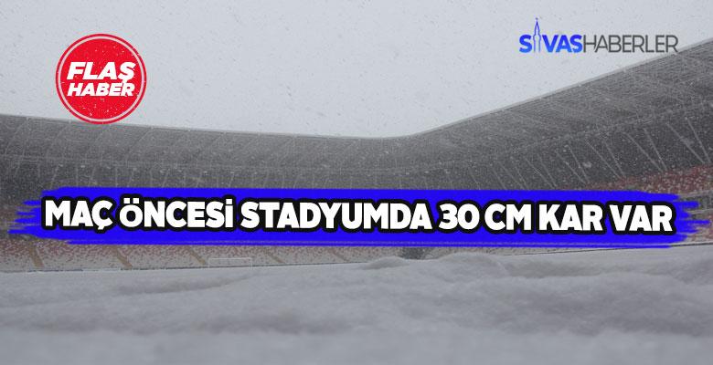 Sivas 4 Eylül Stadyumu zemini karla doldu