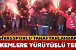 Sivassporlu taraftarlar hakem hatalarını protesto etti