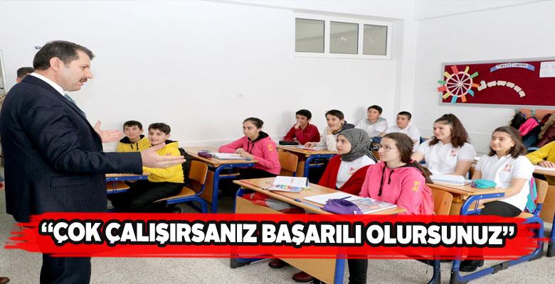 Sivas Valisi genç öğrencilere tavsiyelerde bulundu