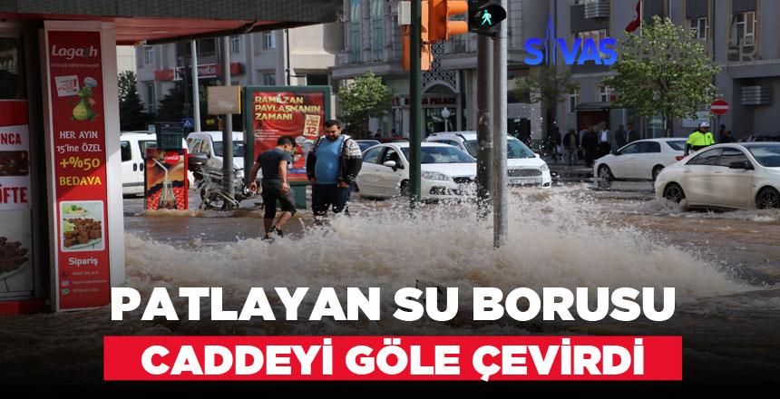Atatürk Caddesinde Su Borusu Patladı